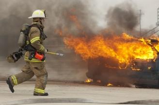 fire fighter in fire5150374_l.jpg